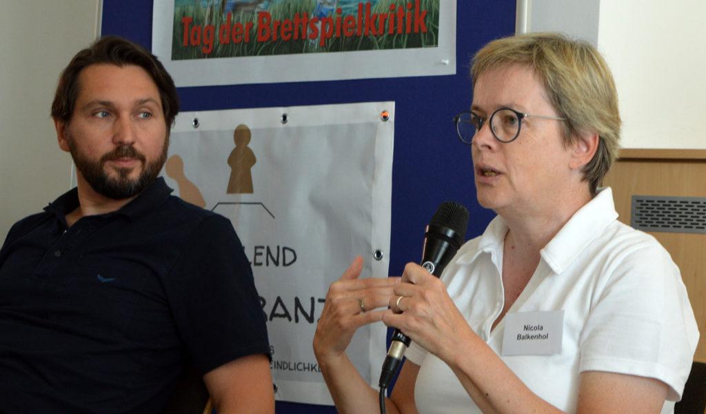 Guido Heinecke (Spiel-des-Jahres-Geschäftsführer) und Nicola Balkenhol (Deutschlandfunk)